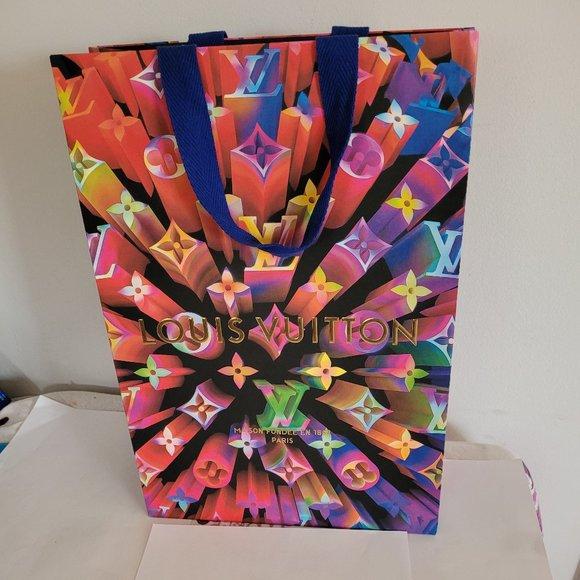 Beautiful Louis Vuitton shopping bag LOGO